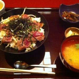 神楽坂の石畳を歩いて、落ち着いたお店で和食はいかがですか?のサムネイル画像