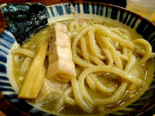 ラーメン激戦区の川崎駅周辺で絶品ラーメンを堪能しませんか?のサムネイル画像