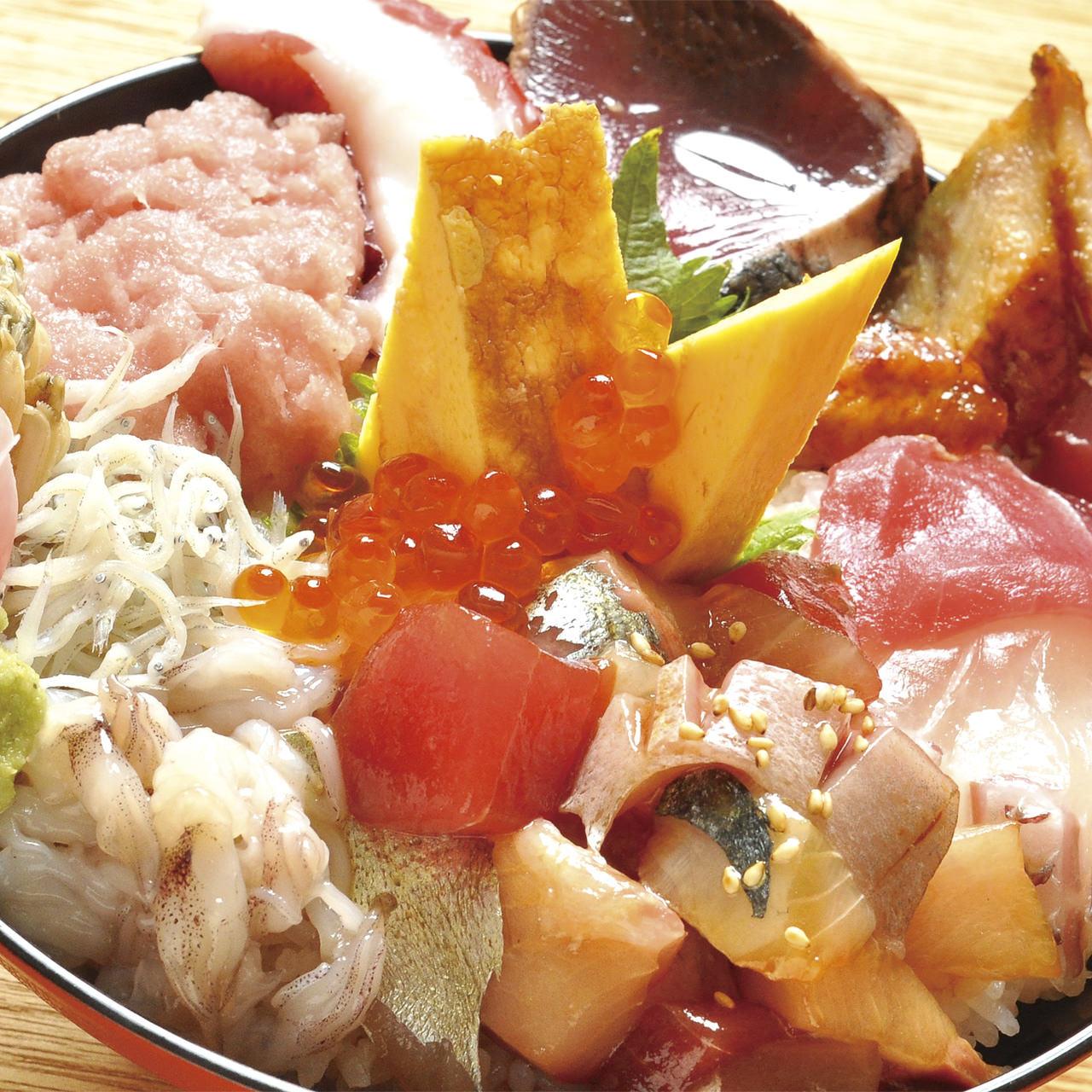 【絶品!】大阪で食べられるオススメの海鮮丼提供店【4選】!のサムネイル画像