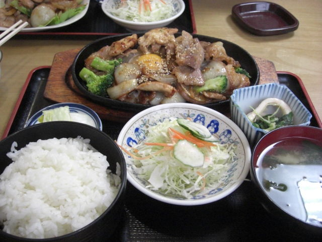 秋田は米どころ!ランチも美味しいものがいっぱいですね。さて何に?のサムネイル画像