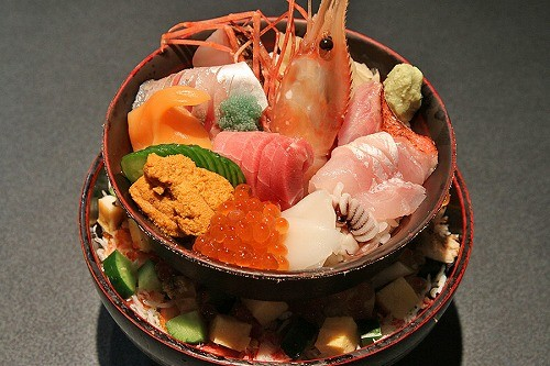 築地で味わいたいっ♡築地のおすすめ海鮮丼ランチスポット4選!のサムネイル画像