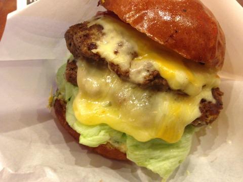 横浜で絶品のハンバーガーが食べれるおすすめのお店はここです!のサムネイル画像