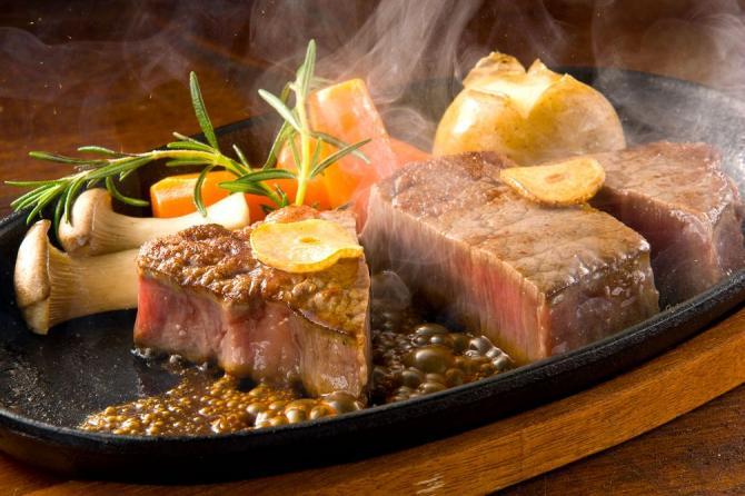 厚切りのお肉に舌鼓!札幌で行きたいステーキレストラン4選!のサムネイル画像
