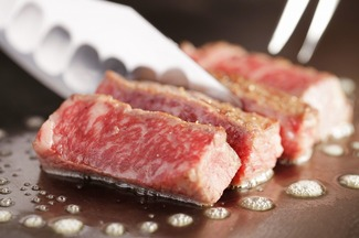 ほっぺたが落ちそうなステーキを味わおう!神戸のステーキハウス5選のサムネイル画像