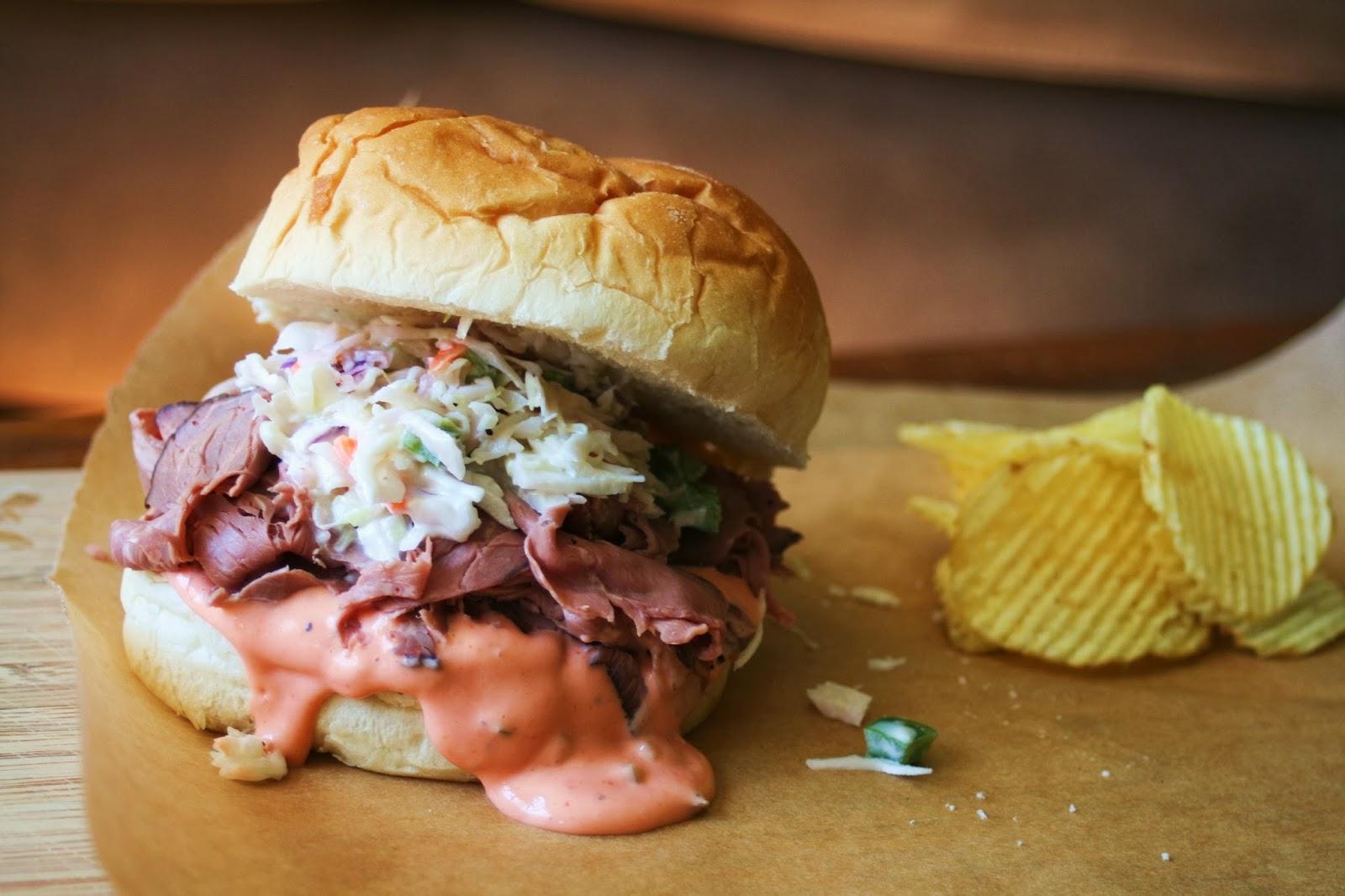 主役はお肉♡ローストビーフサンドイッチが絶品の人気のお店♡のサムネイル画像