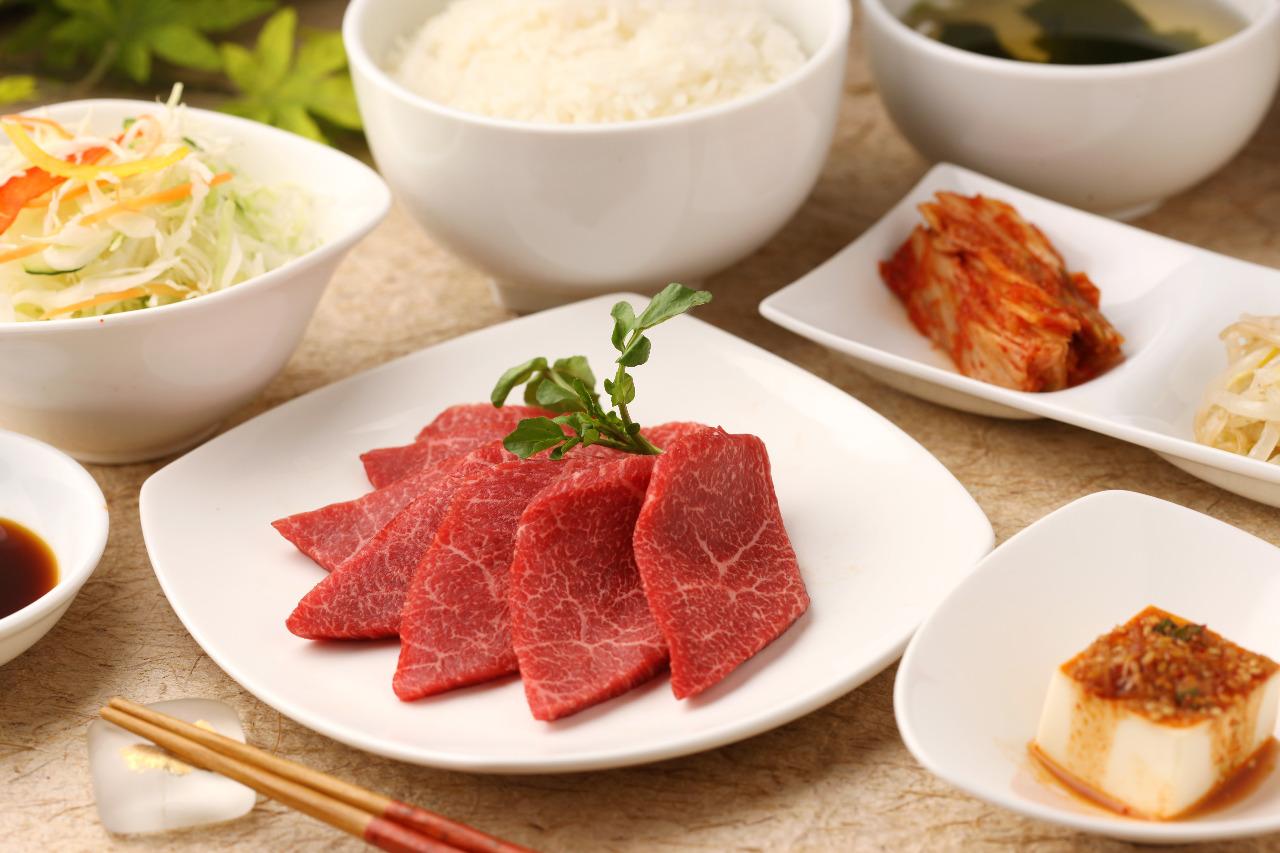 今日は肉を食す!渋谷でおすすめの絶品肉ランチ4選をご紹介♪のサムネイル画像