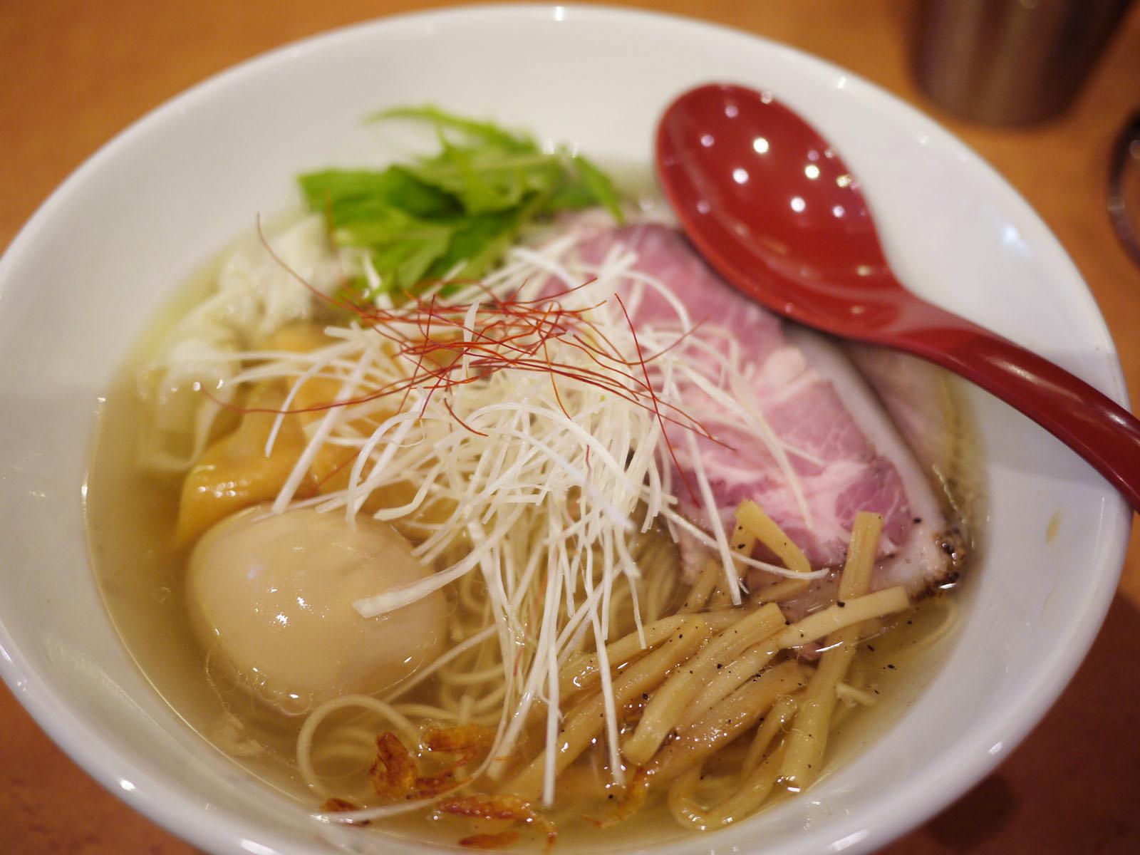 行列のできる新宿の人気ラーメン店「麺屋 翔」の魅力に迫る!のサムネイル画像