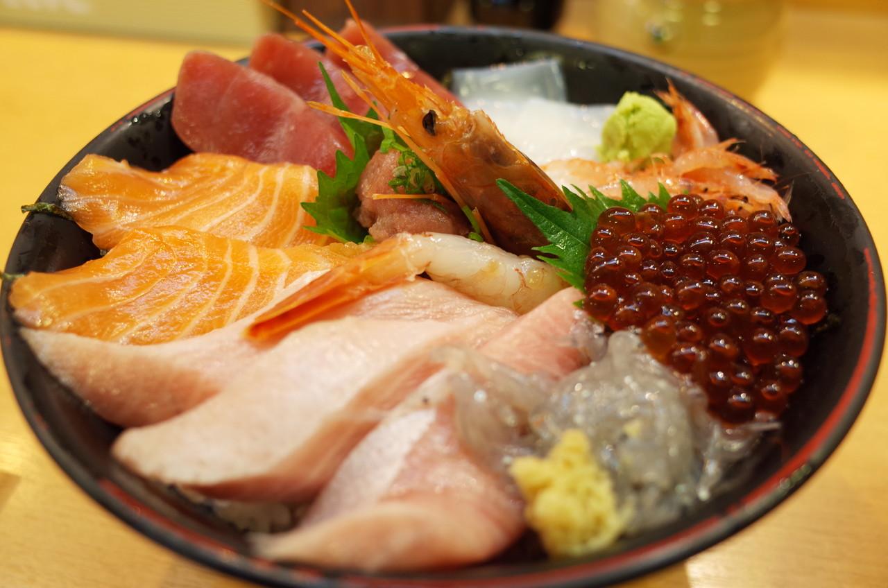 新鮮で美味しい海鮮丼を食べたいなら「沼津」へ行きましょう!のサムネイル画像