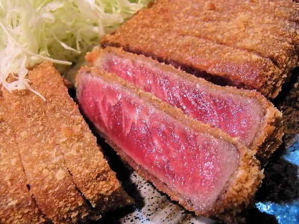 外はサクッと!中はジューシー!!渋谷で味わえる絶品牛かつのお店のサムネイル画像