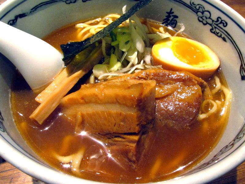 このお店で食べれば、間違いなし。至福の味、新宿の家系ラーメンですのサムネイル画像