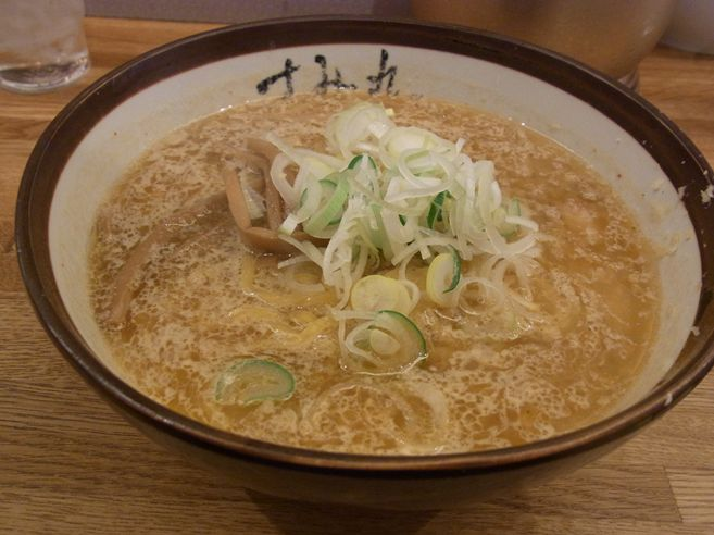 日本三大歓楽街!すすきので食べるラーメンはこれがおすすめ!のサムネイル画像