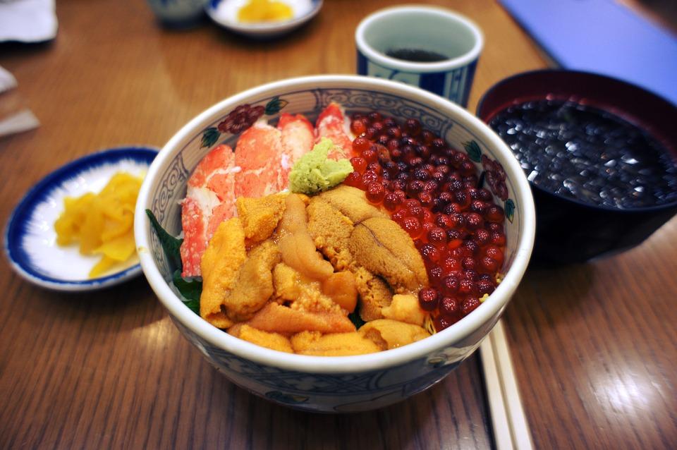 ランチにも飲んだ後の〆にもお勧め!大阪で味わう絶品の海鮮丼!のサムネイル画像